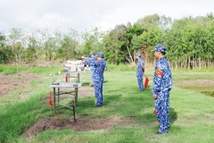 High Command of Coast Guard Region 1 inspects shooting skills, using K54 pistols and AK submachine guns, using real bullets