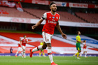 "Aubameyang lập cú đúp, Arsenal thắng ""bốn sao"""