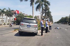 Tranh cãi bức ảnh 3 người đi xe biển xanh bấm điện thoại sau tai nạn