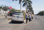 Xe biển xanh của Tỉnh uỷ Nghệ An đâm văng cô gái đi xe máy điện