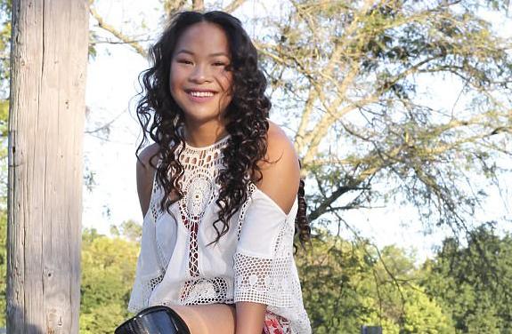 Cô gái gốc Việt mất 2 chân thành vận động viên bơi lội ở Mỹ