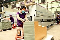 Fearing anti-dumping lawsuits, VN wooden furniture firms diversify markets