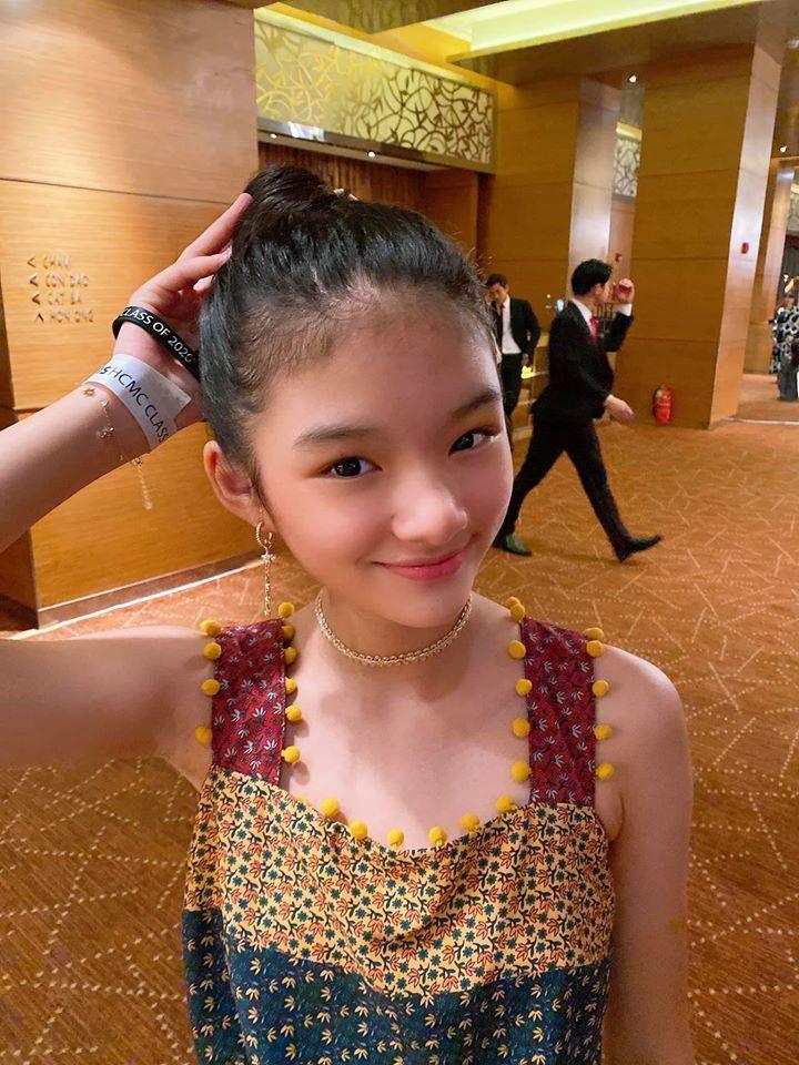 Con gái 12 tuổi, nói tốt 3 ngoại ngữ của Trương Ngọc Ánh