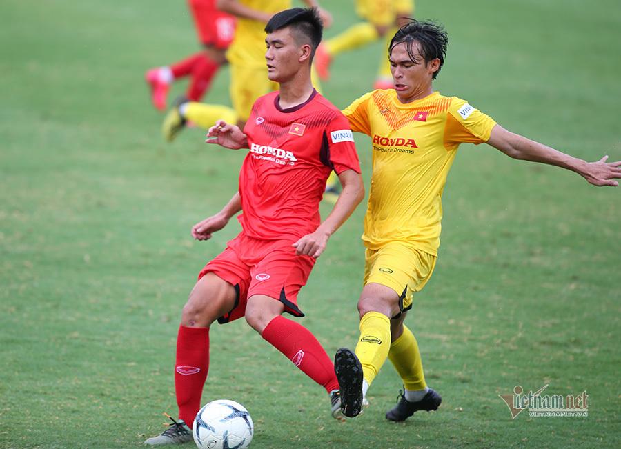 Cố lấy điểm với thầy Park, cầu thủ Việt kiều U22 VN chấn thương