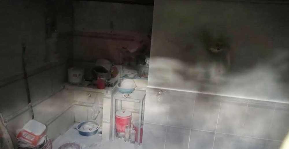 Người đàn bà ghen tuông, tưới xăng đốt nhà, chồng và con bị bỏng nặng