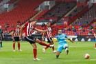 Sheffield Utd 1-0 Tottenham: Đội khách bế tắc (H2)