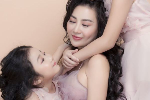 """Diễn viên Thanh Hương: """"Bạn bè rất thích cách mình dạy con"""""""
