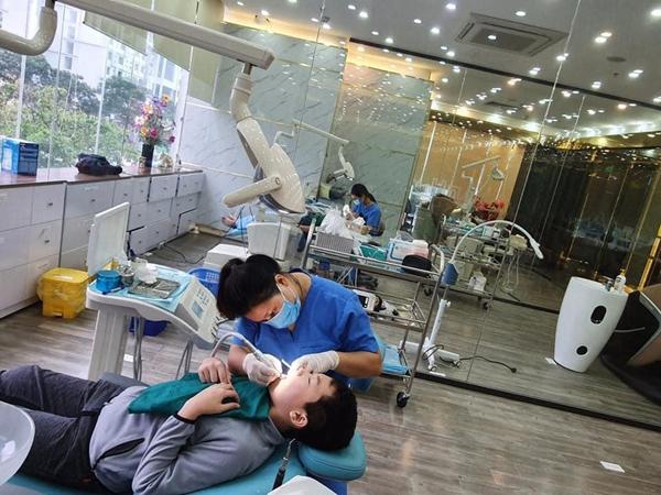 Làm răng sứ đẹp ở Nha khoa Quốc tế Hoàng Hường