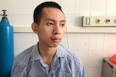 Nam sinh viên kể phút lao xe truy đuổi kẻ mặc sơ mi trắng cướp tiệm vàng ở Hà Nội