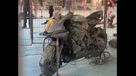 Xót của với 2 chiếc mô tô đua đắt giá bị thiêu rụi tại trường đua