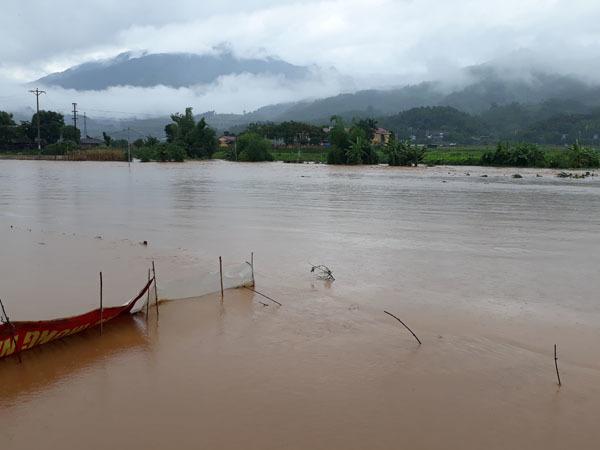 Mưa lớn ở Lào Cai 1 người bị lũ cuốn, sạt lở Lai Châu vùi lấp 1 người