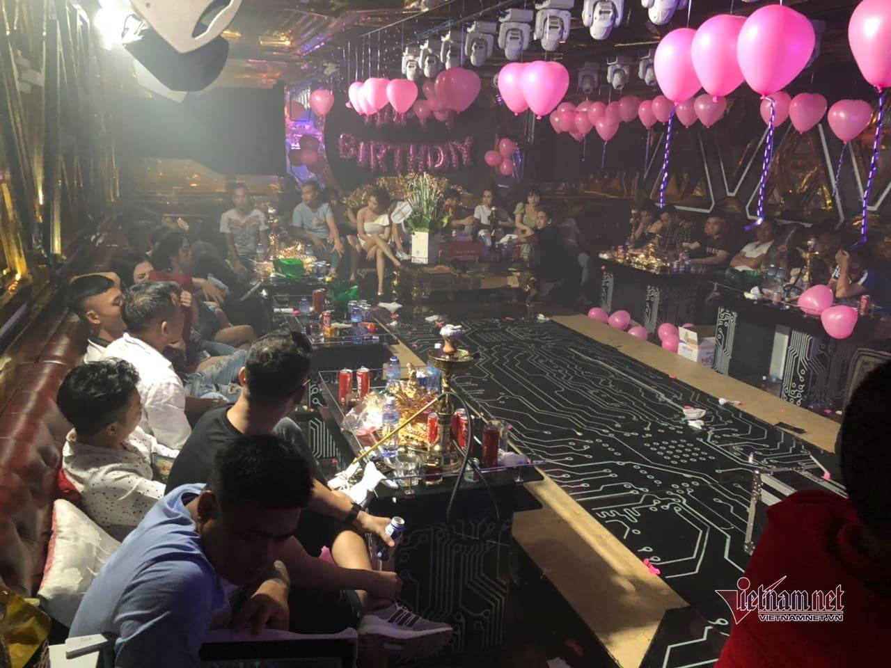 Đột kích nhiều quán karaoke ở Sài Gòn, 87 dân chơi phê ma tuý