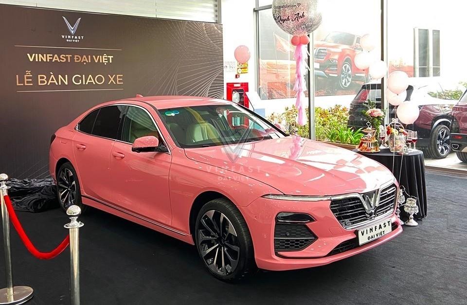 Loạt ô tô tiền tỷ màu hồng nữ tính ở Việt Nam