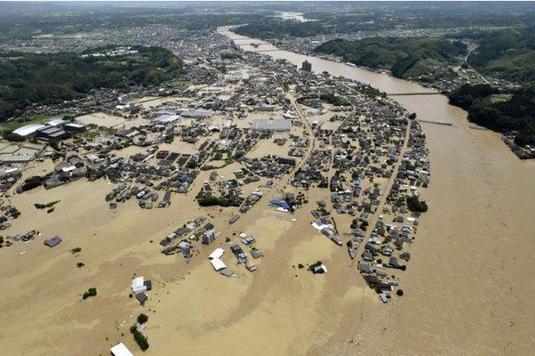Hàng vạn người Nhật phải sơ tán do mưa lũ