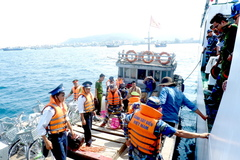 """The Coast Guard accompanies fishermen"": The fulcrum for fishermen to cling to the sea"
