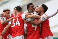 """Arsenal bay cao, giúp MU """"cắt đuôi"""" Wolves"""