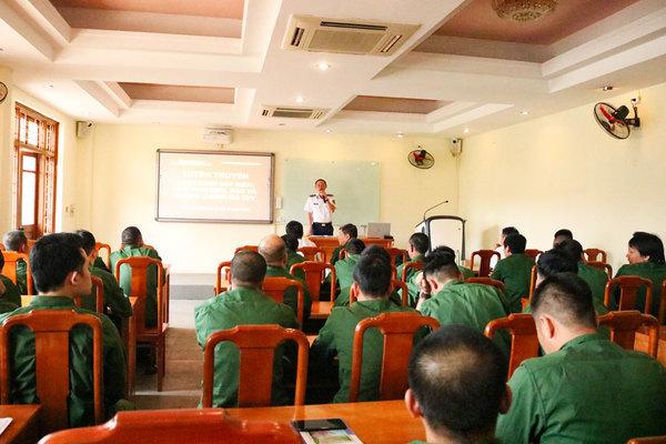 Tuyên truyền biển, đảo và Luật Cảnh sát biển Việt Nam cho quân dự bị động viên quận Ba Đình