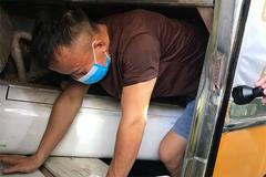 3 người chui hầm xe khách qua cửa khẩu để trốn cách ly