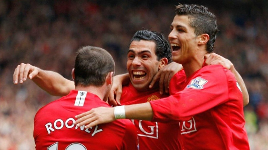Liverpool vượt qua đội bóng huyền thoại MU mùa giải 2007/08