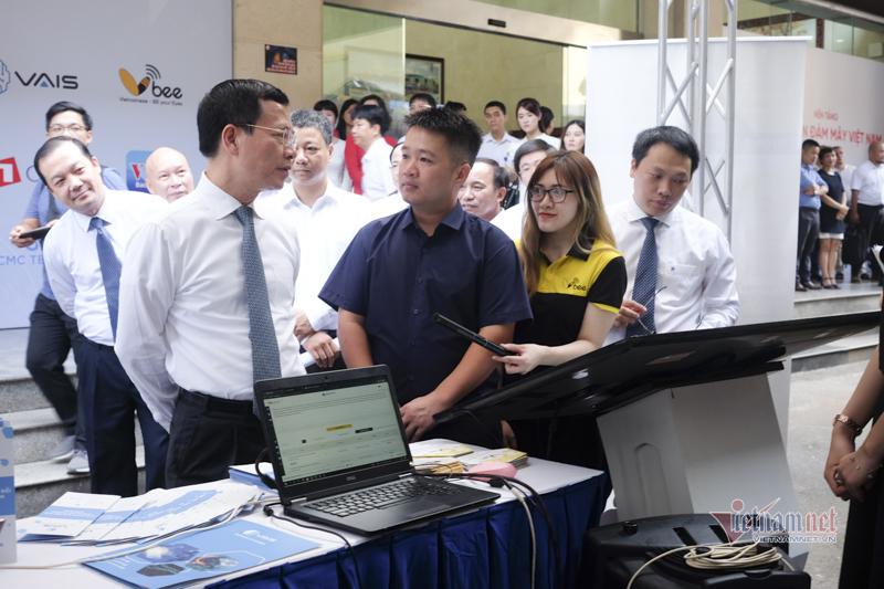 Trình diễn các sản phẩm công nghệ và nền tảng số Make in Vietnam