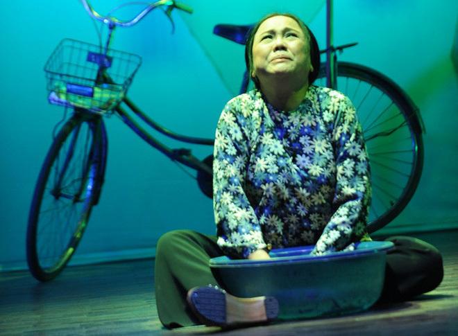 Nghệ sĩ Ái Như bị ngã chấn thương cột sống