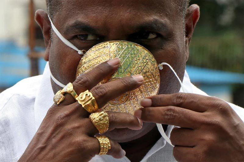 Mạnh tay chi gần 100 triệu làm khẩu trang vàng chống Covid-19