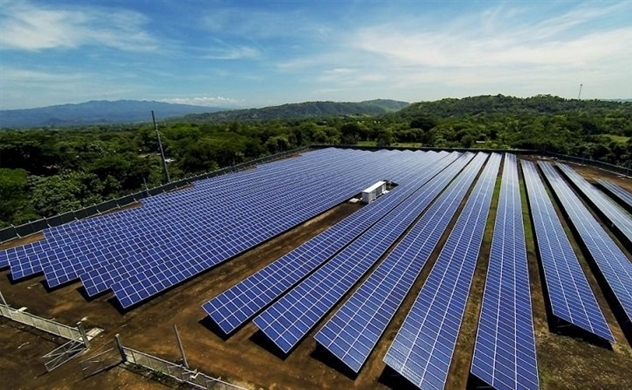 Experts warn of scorching-hot growth of solar power in Vietnam