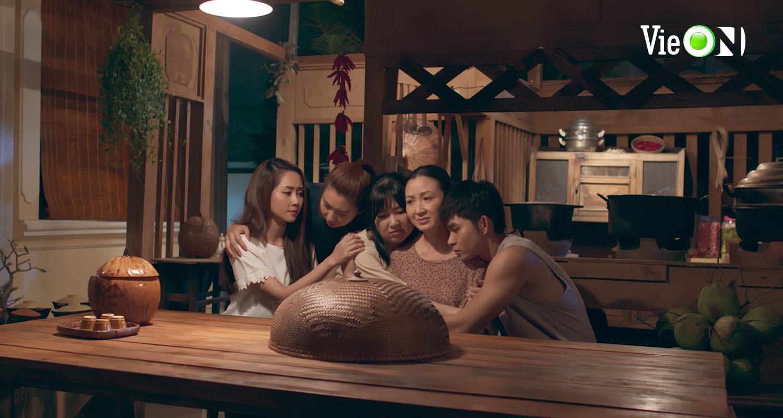 'Gạo nếp gạo tẻ 2' tập 10: Bảo Trâm khóc nhớ lại 2 lần bị bố mẹ bỏ rơi