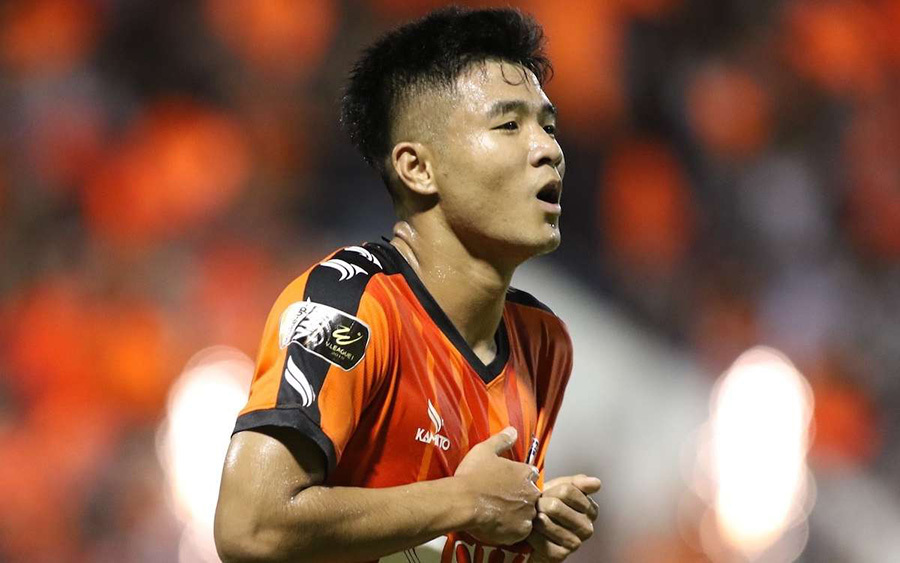 Vòng 8 V-League: Công Phượng nổi giận, trọng tài gây bão