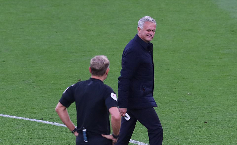 Mourinho hú vía, Tottenham thắng nhờ bàn phản lưới