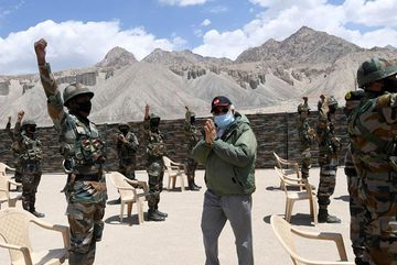 Trung - Ấn tháo ngòi nổ xung đột