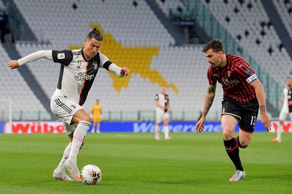 Milan vs Juventus: Rực lửa San Siro