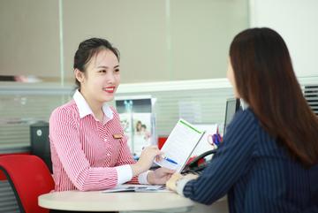 Số liệu siêu ấn tượng về sức làm việc của nhân viên ngân hàng