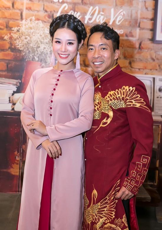 Vợ kém 18 tuổi của ca sĩ Việt Hoàn từng vỡ mộng đòi ly dị chồng - Ảnh 2.