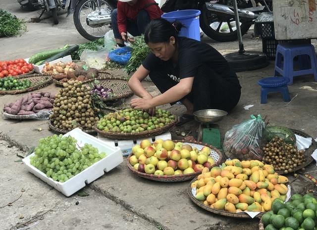 Xoài mini Trung Quốc về ngập chợ, dân buôn bán cả tạ mỗi ngày