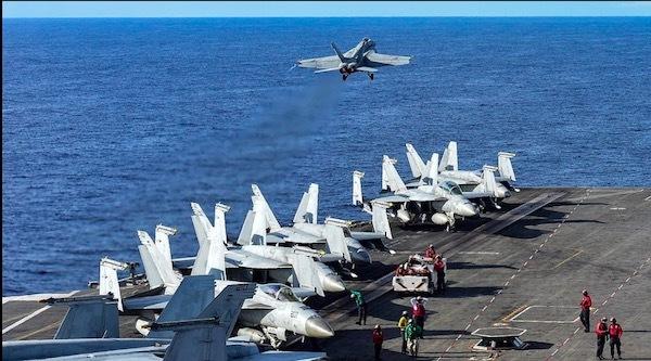 Hình ảnh cuộc tập trận của tàu sân bay Mỹ trên Biển Đông