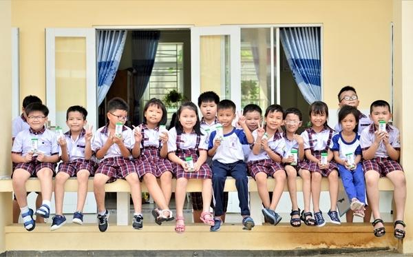 Những giờ uống Sữa học đường 'Vui khỏe, an toàn' của học sinh TP.HCM