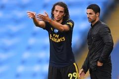 """Vô kỷ luật, """"ông kễnh"""" phải bán xới khỏi Arsenal"""