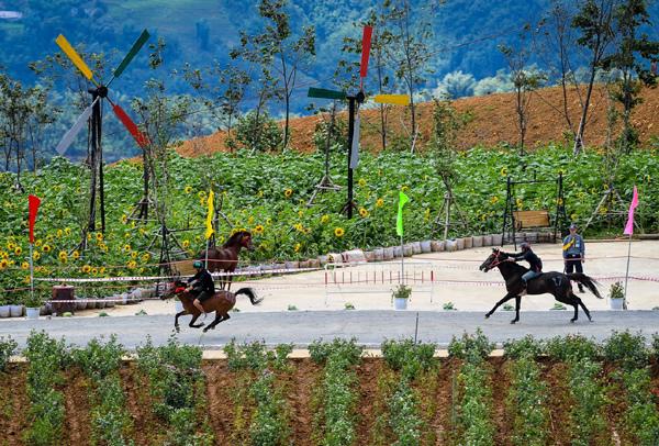 'Vó ngựa trên mây' mùa 3 - điểm hẹn thú vị nơi núi rừng Tây Bắc