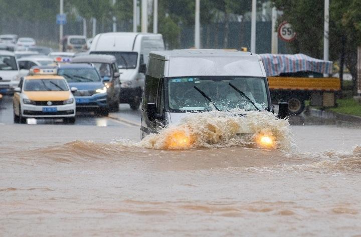 Thủ tướng điện thăm hỏi tình hình mưa lũ gây thiệt hại lớn ở Trung Quốc