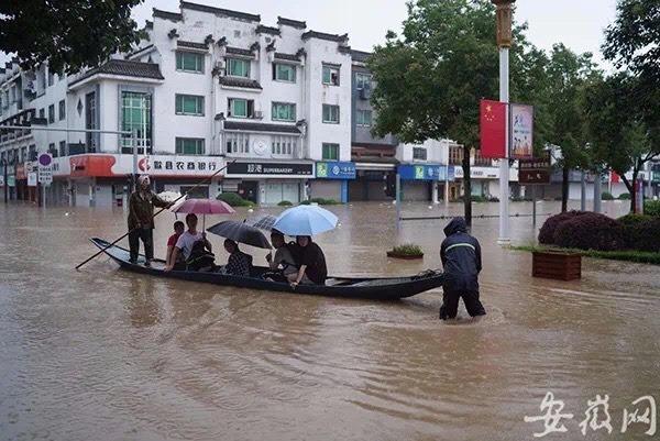 Học sinh Trung Quốc đi thuyền đến kỳ thi đại học khốc liệt nhất thế giới