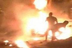 Một thanh niên bị tưới xăng đốt giữa đường ở Nghệ An