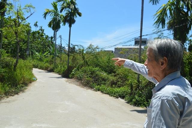 Cụ ông ở Quảng Ngãi hiến 200m2 đất 'vàng' làm đường cho bà con
