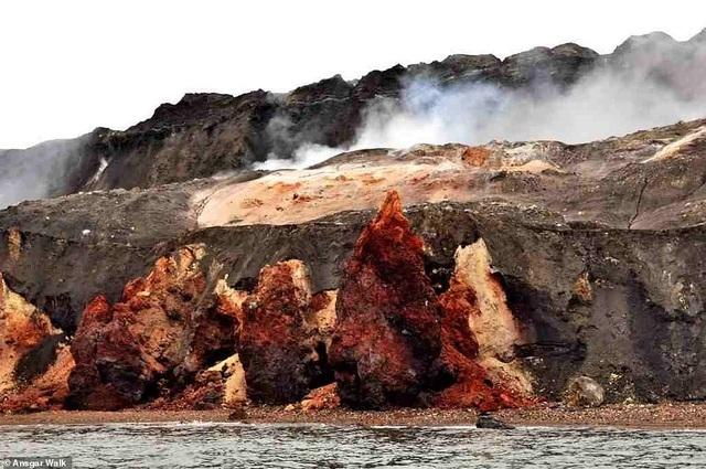 Ngọn đồi tự bốc cháy suốt hàng trăm năm