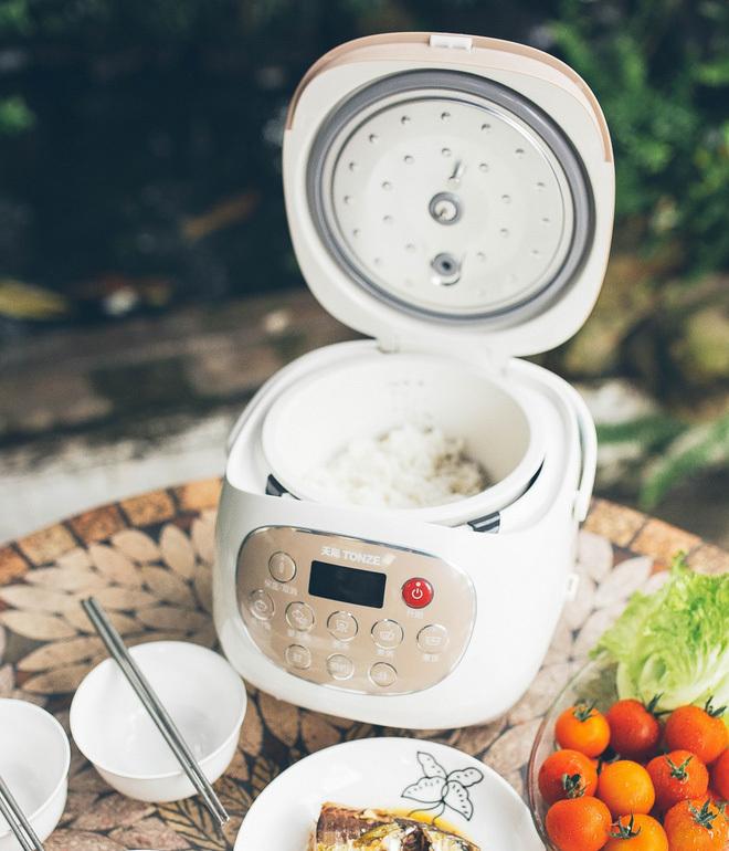 Kinh nghiệm chọn nồi cơm điện: Nồi đắt có nấu cơm ngon hơn nồi rẻ tiền?