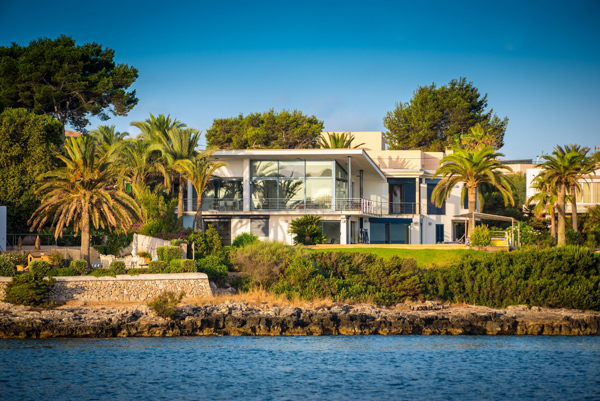Vì sao nhà giàu đổ tiền vào biệt thự biển?