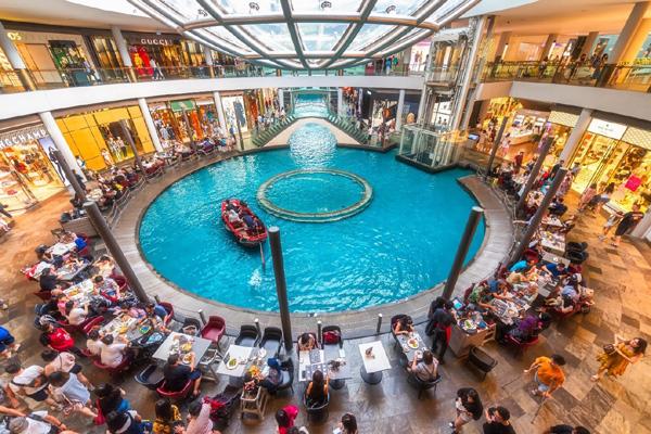 Trải nghiệm 'mua sắm bên hồ bơi' thời thượng bậc nhất Hải Phòng