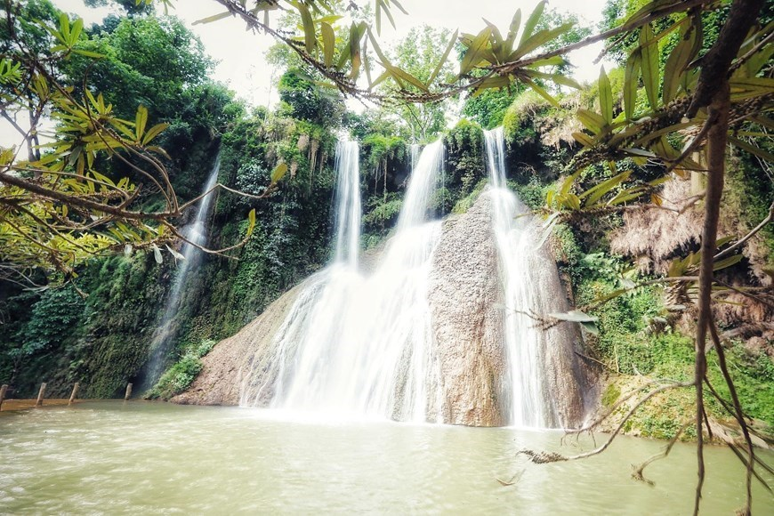 Dai Yem waterfalls,moc chau