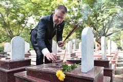 Đại sứ Mỹ xúc động kể về chuyến thăm nghĩa trang liệt sĩ Trường Sơn