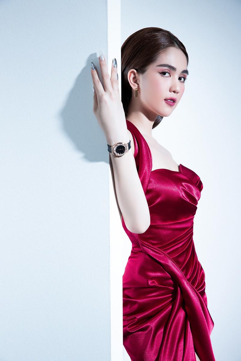 Ngọc Trinh quyến rũ với mẫu thiết kế của Đỗ Long